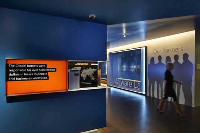 蓝色耀酷主题办公室装饰设计欣赏