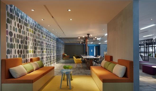 > 列表   办公室装修两面性设计,办公室装修方案需要根据企业的实际需