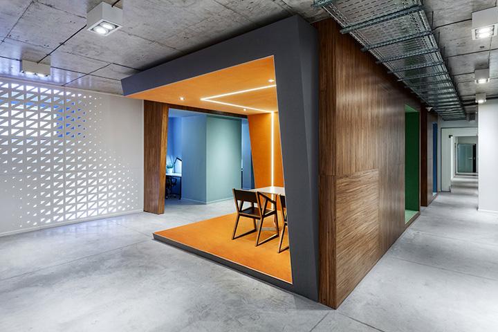 Popoffices-White-Chocolate-Kiev-Martin-Architects-01-720.jpg